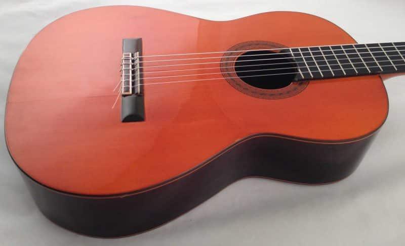 Guitarra esteso 1945 tapa lateral